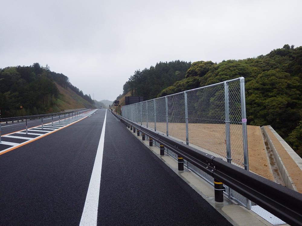 路側防護柵・投下物防止柵(鳥取西道路)